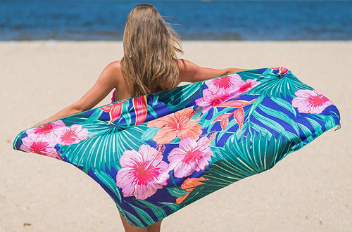 Microfiber Women's Beach Towel for Travel and Outdoors